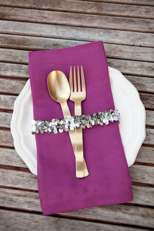 sequin napkin bands (via valleyandcolifestyle)