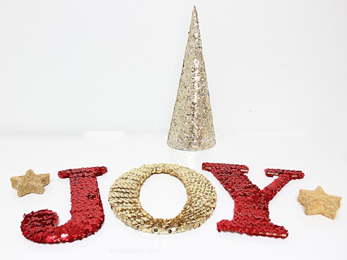 sequin holiday letters (via abubblylife)