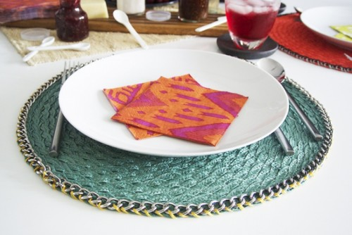 chain trimmed placemat