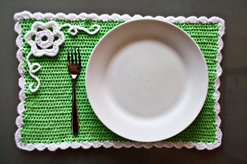 crochet spring placemat (via zoomyummy)