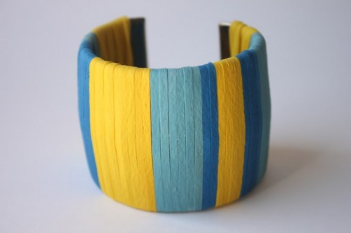 DIY rubber band wrapped cuff (via delightedmomma)