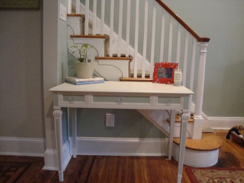 refined shabby chic desk (via thestagingchick)