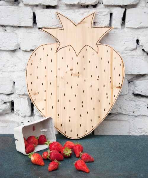 strawberry shaped cutting board
