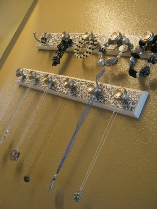 Stylish DIY Jewelry Wall Organizers That Are Really Easy To Make
