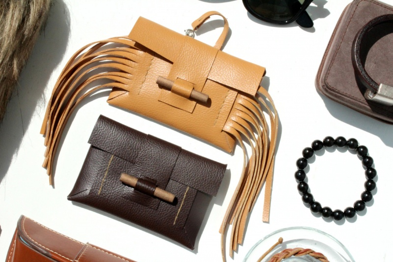 Picture Of stylish diy leather and wood card holder  2