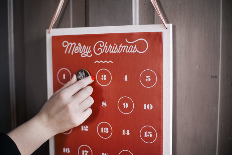 Stylish DIY Red Christmas Countdown