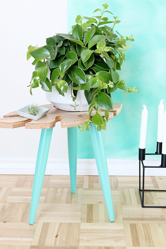 Picture Of stylish diy tropical leaf side table  1