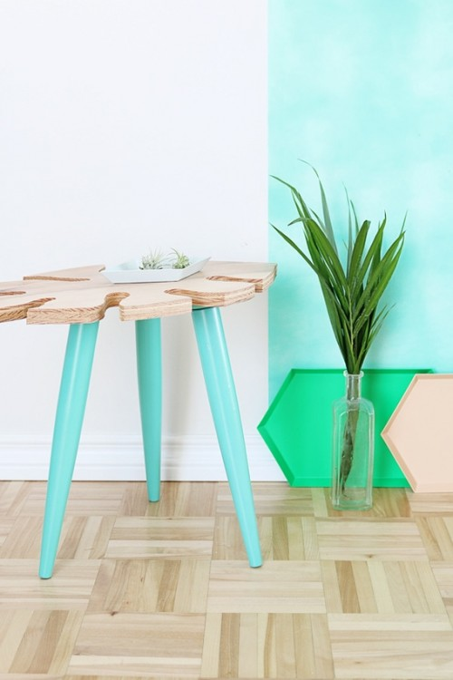 Stylish DIY Tropical Leaf Side Table