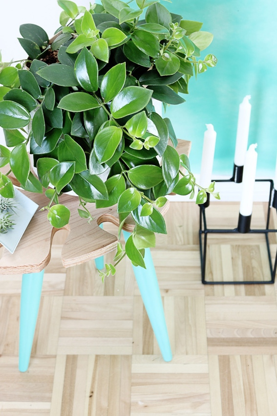 Picture Of stylish diy tropical leaf side table  8