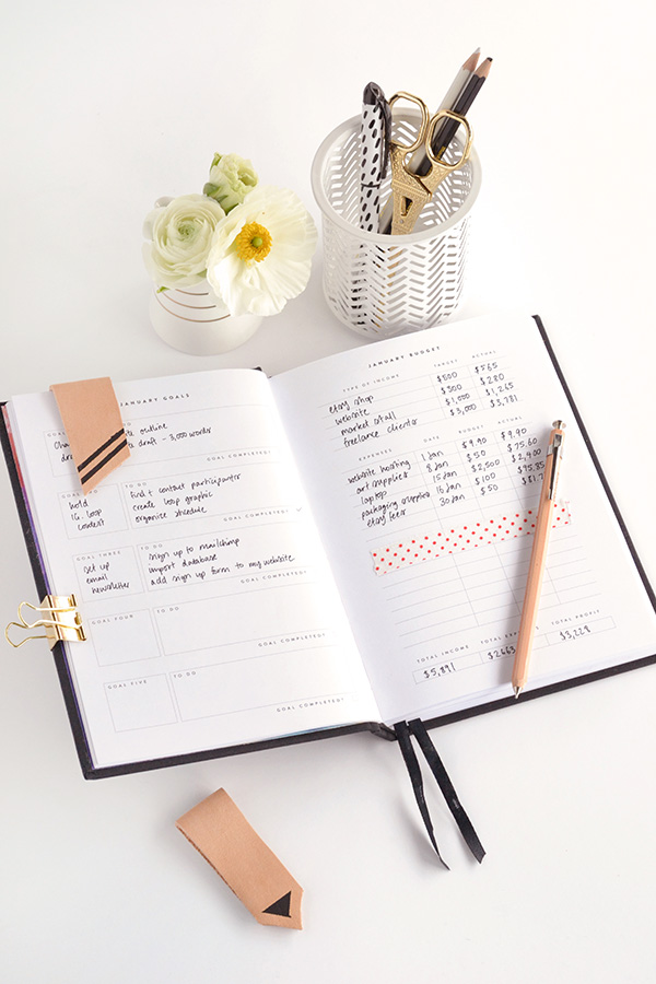 Picture Of stylish yet simple diy magnetic bookmarks  8