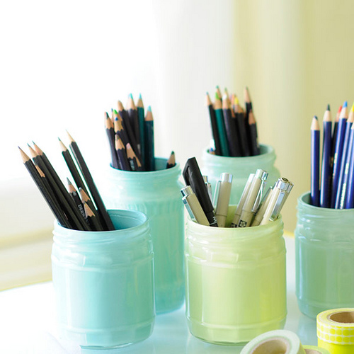 pastel pencil holders (via kootutmurut)