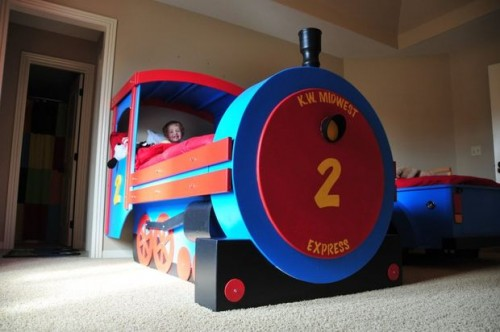 train bed (via instructables)