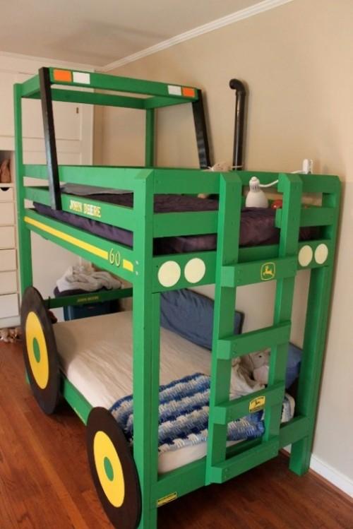 tractor bunk bed (via kidsomania)