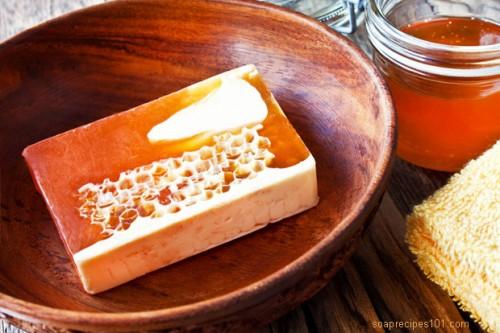 honey soap recipe (via soaprecipes101)