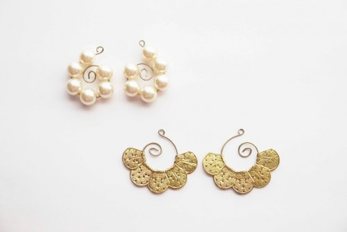 drop earrings from ornament hooks (via anestforallseasons)