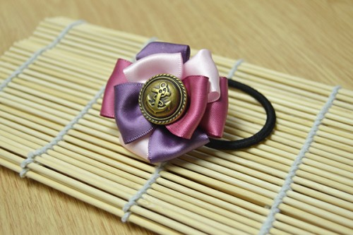 ribbon flower elastic hair ties (via lc)