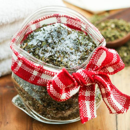 peppermint tea bath salts (via thirstyfortea)