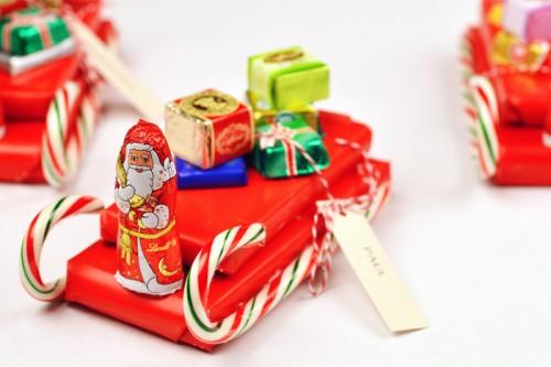 candy sleigh favors (via intimateweddings)