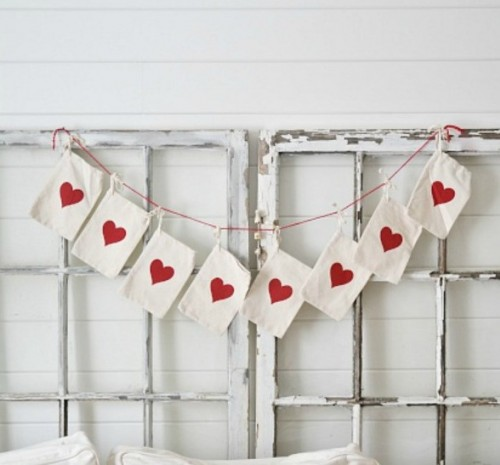 Super Easy DIY Valentine's Day Garland