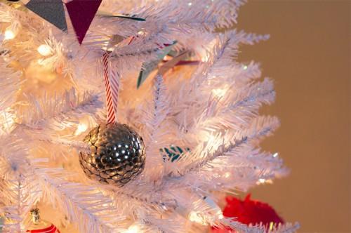 silver thumbtack ornament (via sarahhearts)