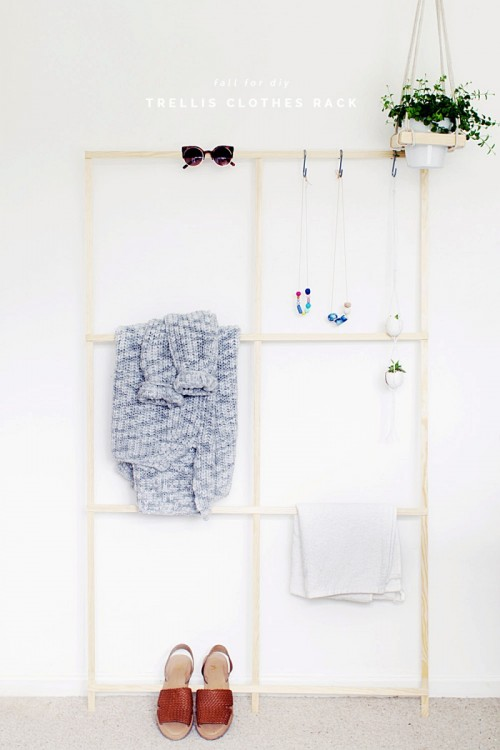 Super Quick And Easy DIY Trellis Clothes Rack