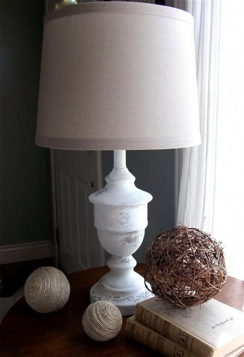 shabby chic lamp revamp (via remodelaholic)