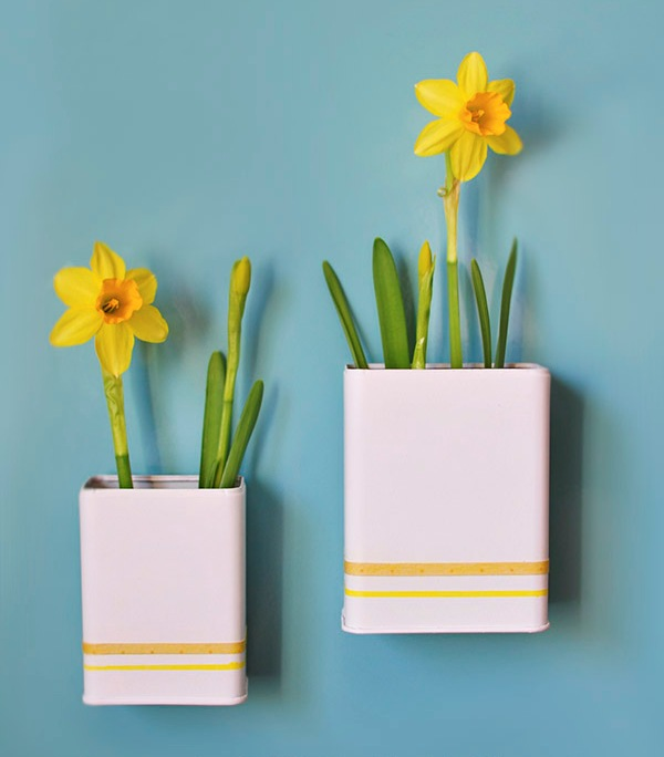 Touch Of Spring: Magnetic DIY Daffodil Planters