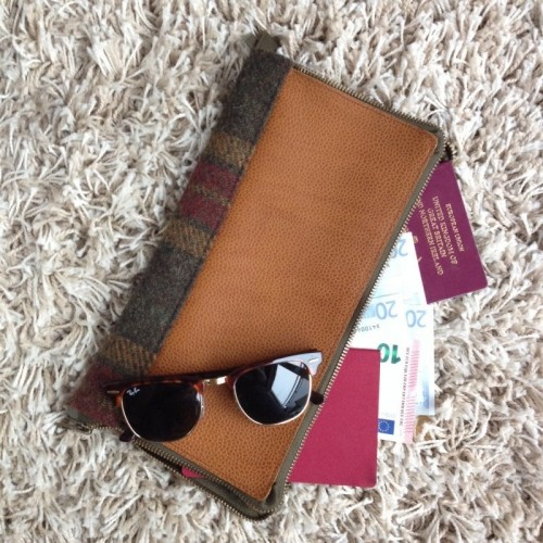 Travelling Time: 13 DIY Travel Wallets, Cases And Covers