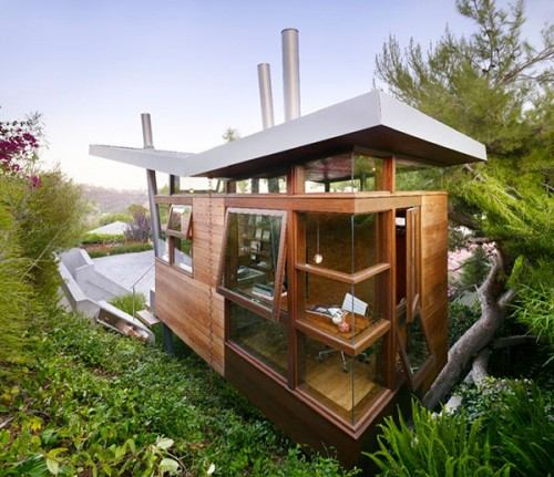Modern Multi-Functional Tree House Getaway