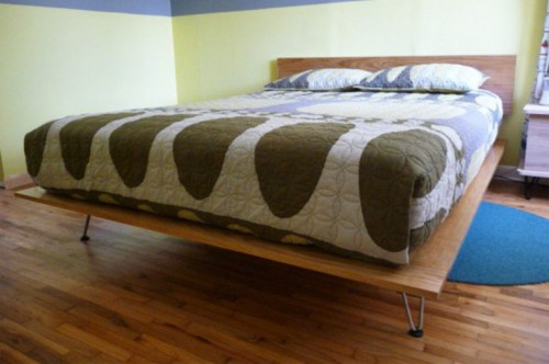 platform bed with hairpin legs (via shelterness)
