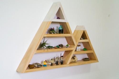 snowy mountain triangle shelf (via livecreatedecorate )
