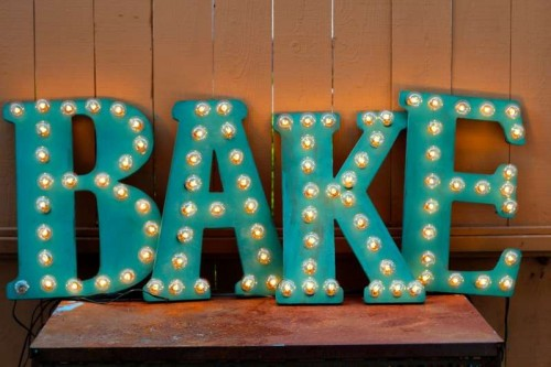 vintage marquee lights (via theseasidebaker)