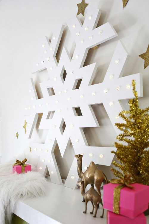 giant snowflake marquee (via shelterness)
