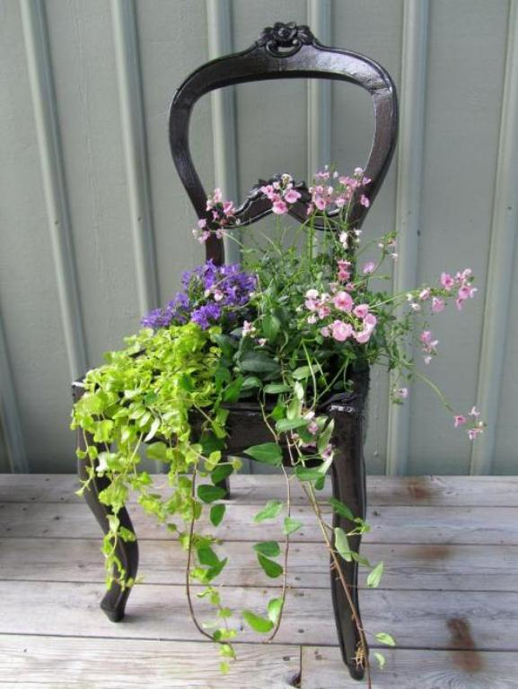 Unusual Diy Planter Of An Old Chair