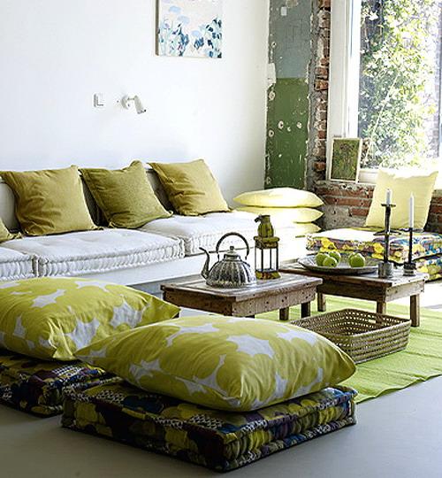 Using floor pillows in interior decorating 13