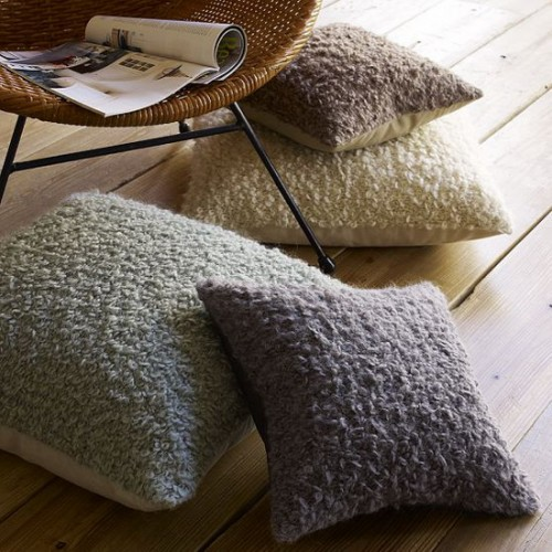 Using Floor Pillows In Interior Decorating