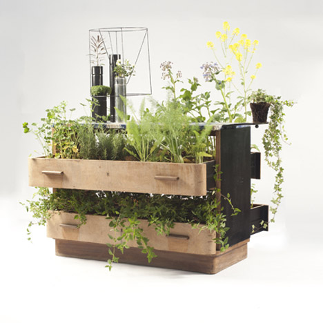 Using Recycled Furniture As Planters