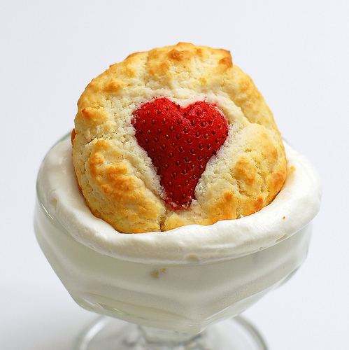 DIY strawberry heart shortcakes (via omnomicon)