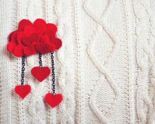 DIY felt heart brooch