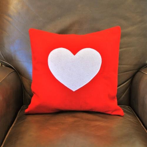 DIY felt heart pillows