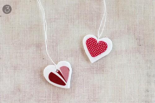 DIY decoupage heart necklace (via warmhotchocolate)