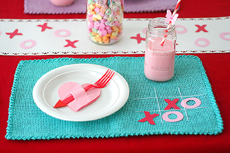 Valentine's Day table setting (via lisastorms)