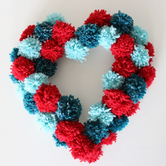 DIY fluffy Valentine's Day wreath (via designimprovised)