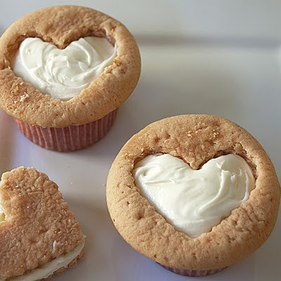 DIY heart cupcakes (via caffeiiina)