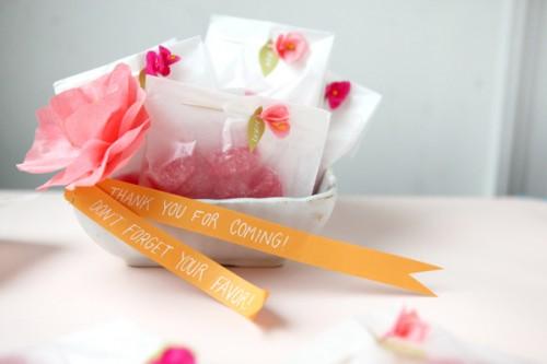 DIY mini crepe paper flowers (via ohhappyday)