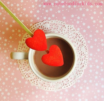 DIY marshmallow red hearts (via cutefoodforkids)
