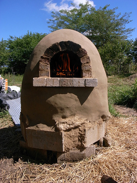 cheap outdoor pizza oven (via sustainablog)