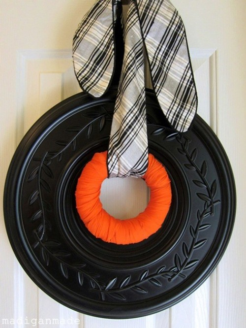 Very Simple DIY Halloween Wreath Made Of Ceiling Medallion