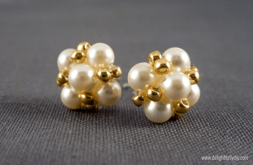 vintage-inspired pearl earrings (via delightfullydiy)