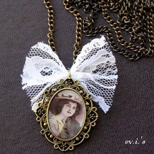 vintage inspired pendant with a lady portrait